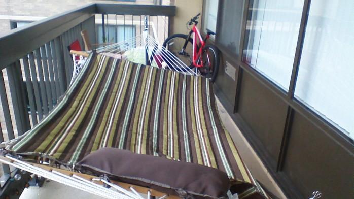 Balcony decorating creative cat lady for Balcony hammock